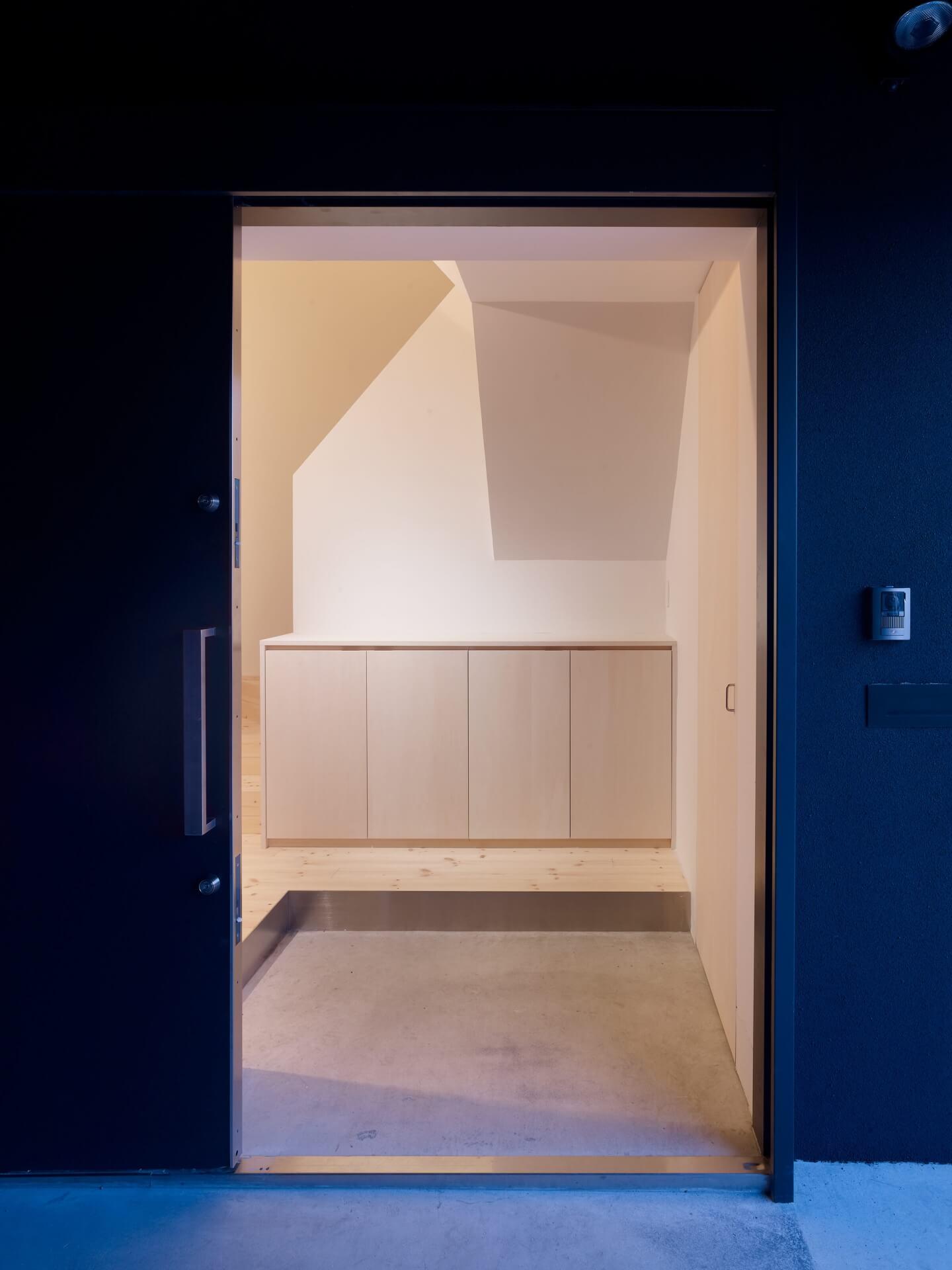 青戸の住宅の玄関