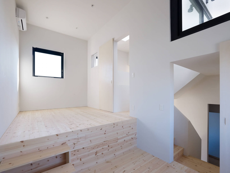 青戸の住宅の中2階からも螺旋階段へ
