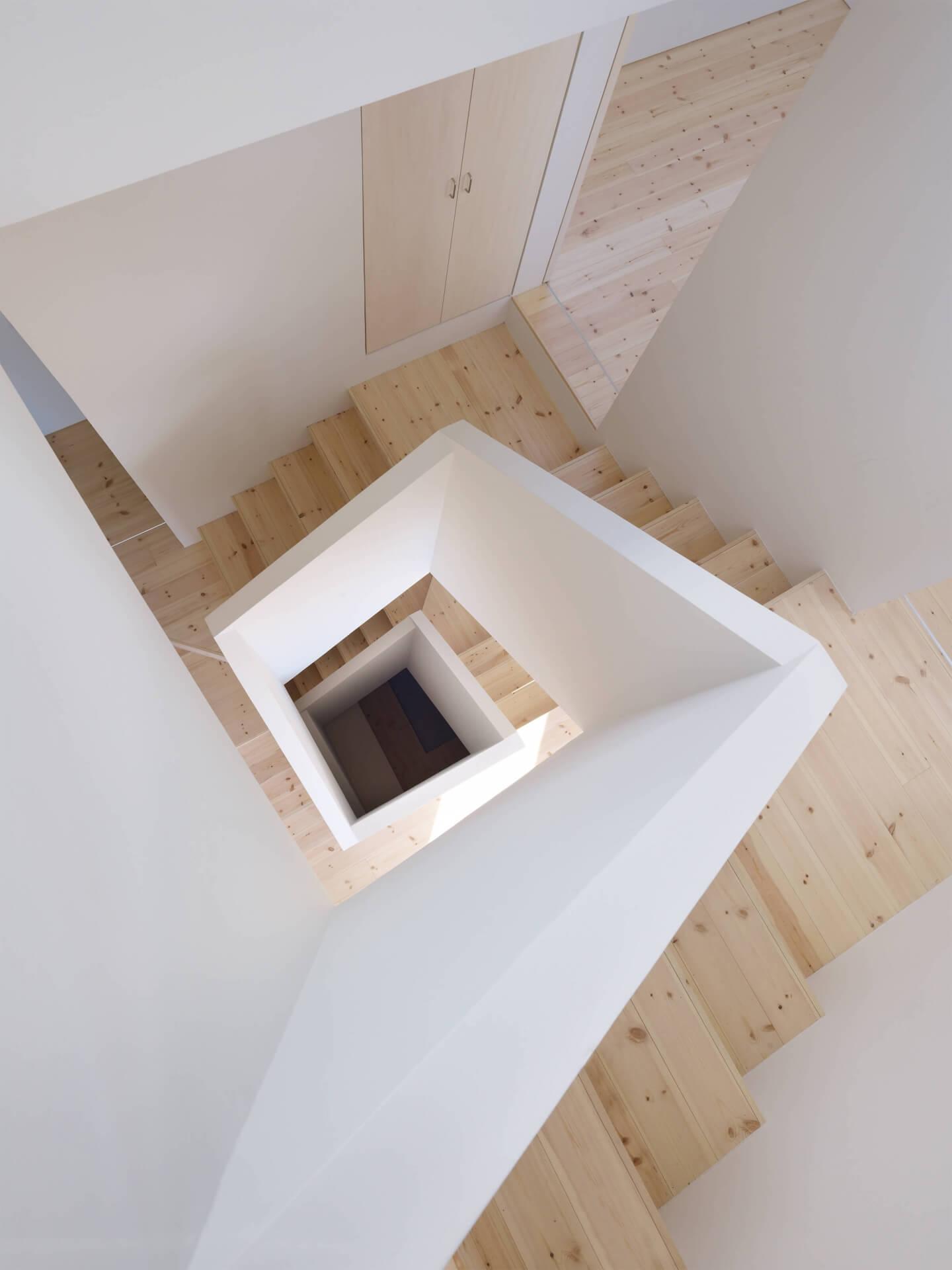 青戸の住宅の上から見た螺旋階段