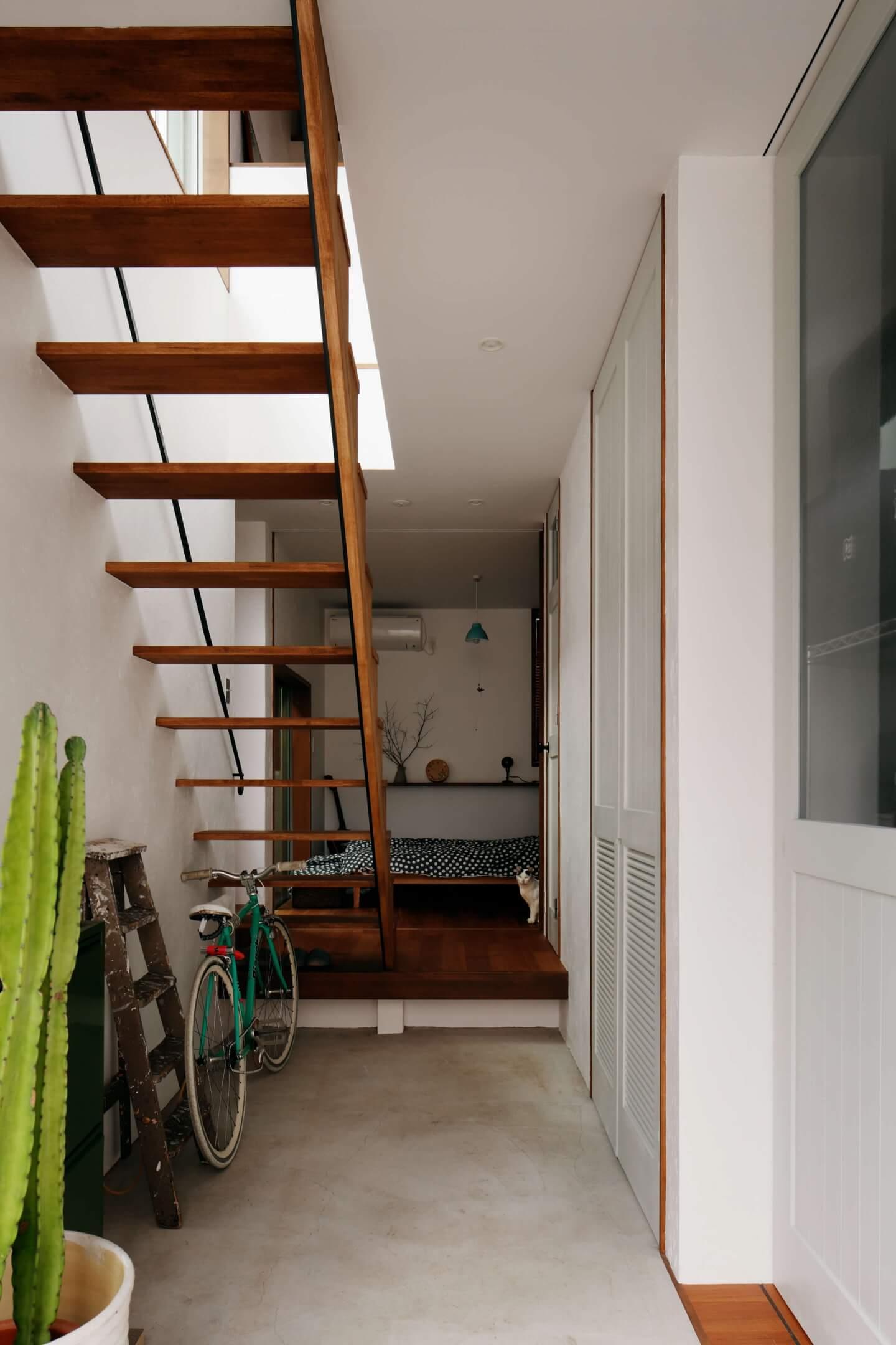 吉祥寺の住宅の玄関は大きなスペース